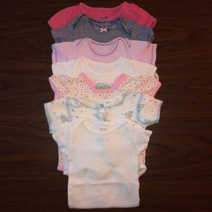 Baby girl clothes - NB to 3m - Lot 7 - Onesies